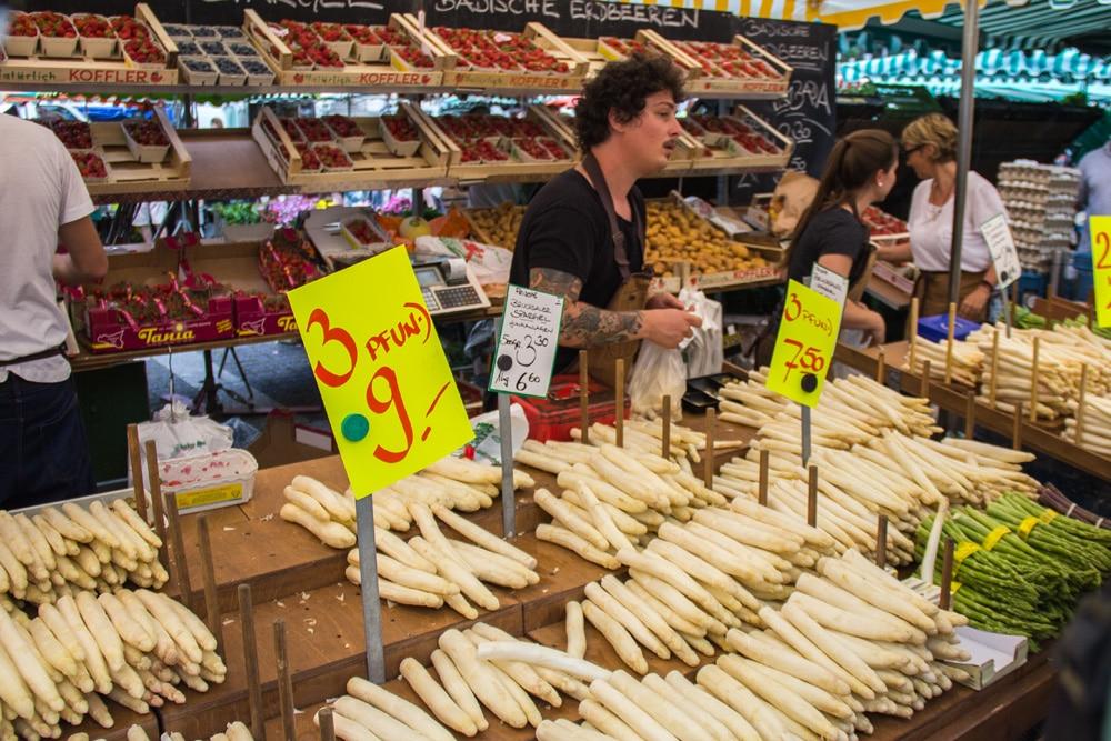 Mercato rionale nel centro di Stoccarda