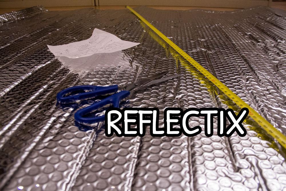Foglio di reflectix pronto per essere tagliato a misura