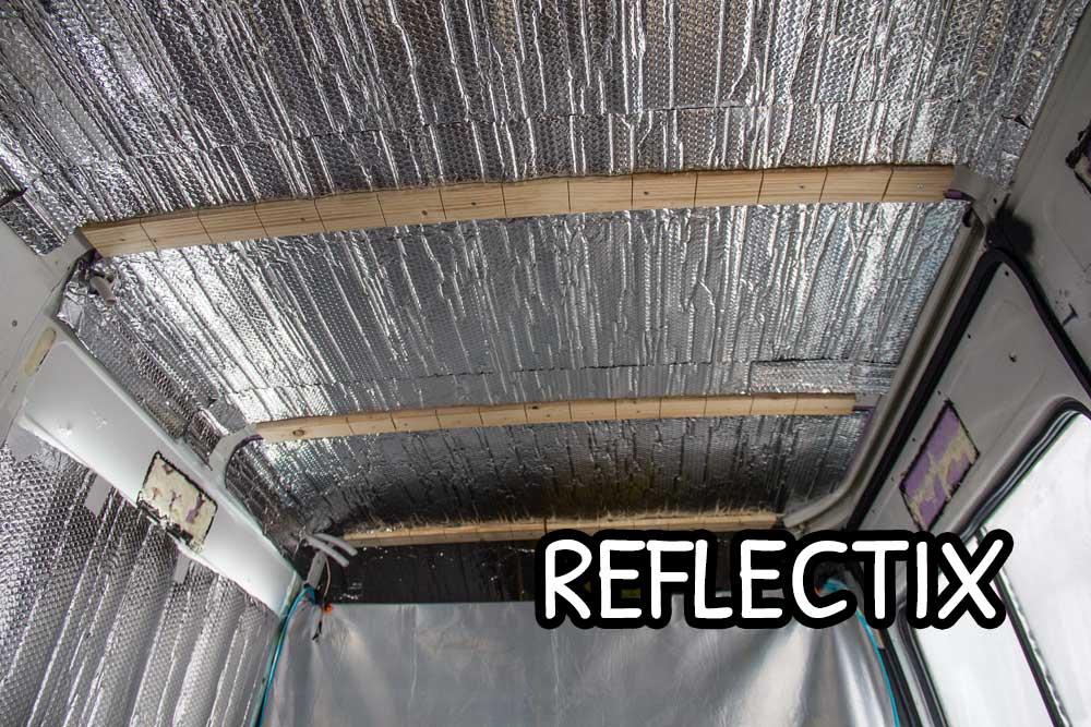 Fogli di reflectix incollati sopra i pannelli rigidi di XPS