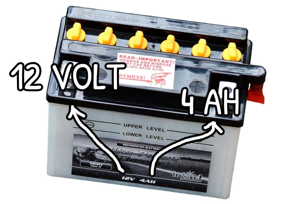 Tensione e amperaggio di una batteria servizi