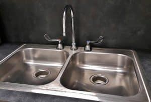 lavandino due vasche e rubinetto