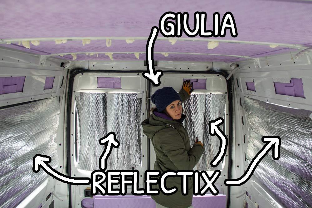 Montaggio temporaneo dei foglio di reflectix sulle finestre