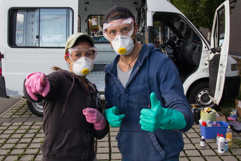 Usate sempre guanti, mascherina e occhialini protettivi
